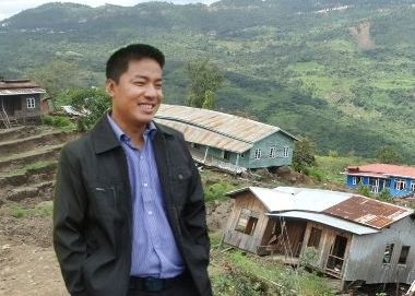 Dr. Sasa meets community groups in Hakha for flood victims